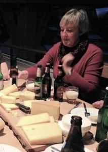 Die Bierversteherin Barbara Teichmann on tour. Verkostung Käse und Bier in Glon