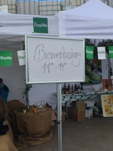Barbara Teichmann die Bierversteherin verkostet bei der BayWa in Mainburg Bierspezialitäten